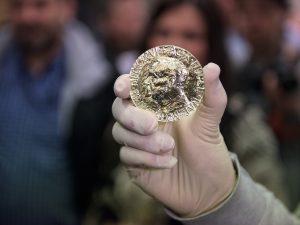 El Premio Nobel de la Paz en oro certificado Fairmined